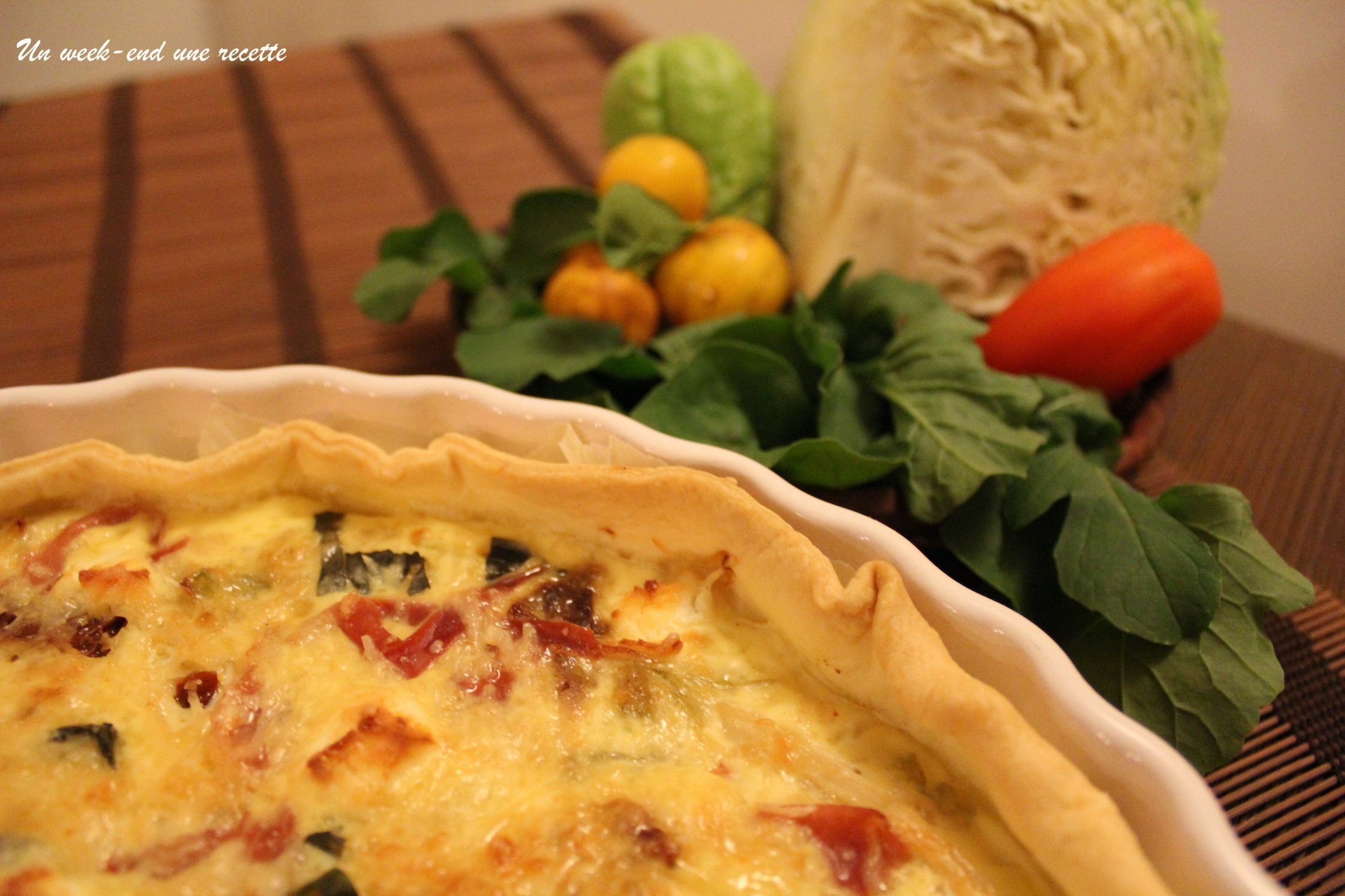 Tarte au chou, tomates confites, chèvre, jambon sec