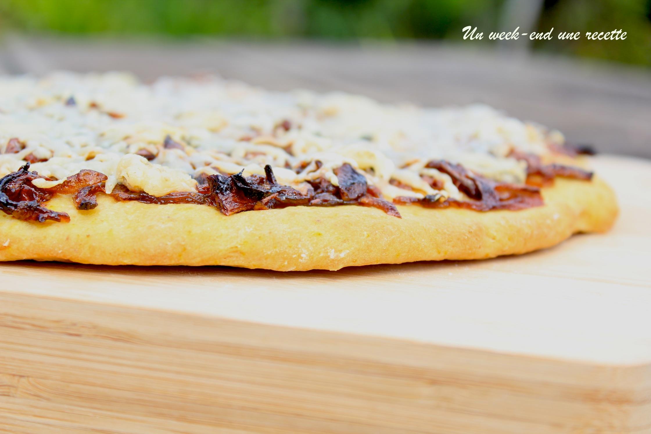 Pizza à l'oignon confit