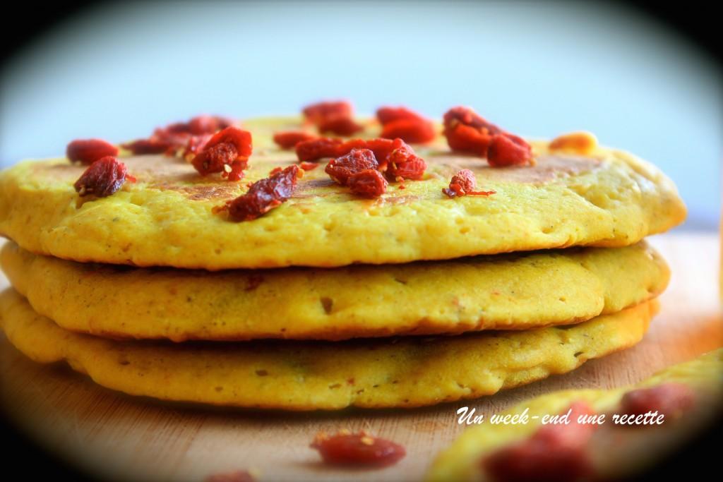 Pancake au curcuma et baies de goji