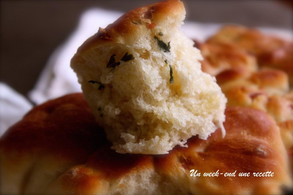 Pain brioché au fromage et beurre persillé